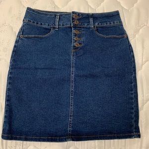 Cleo denim skirt size 4 NWOT